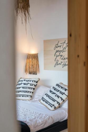 ideal_vacations_aqua_house_3_25